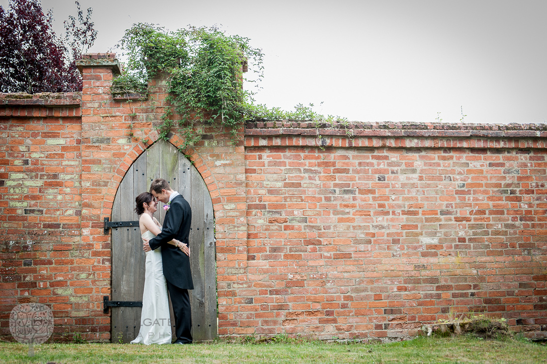 wedding, wall, couple, portrait, natural, photographer