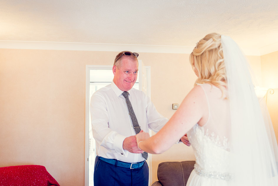 proud dad sees bride for the first time