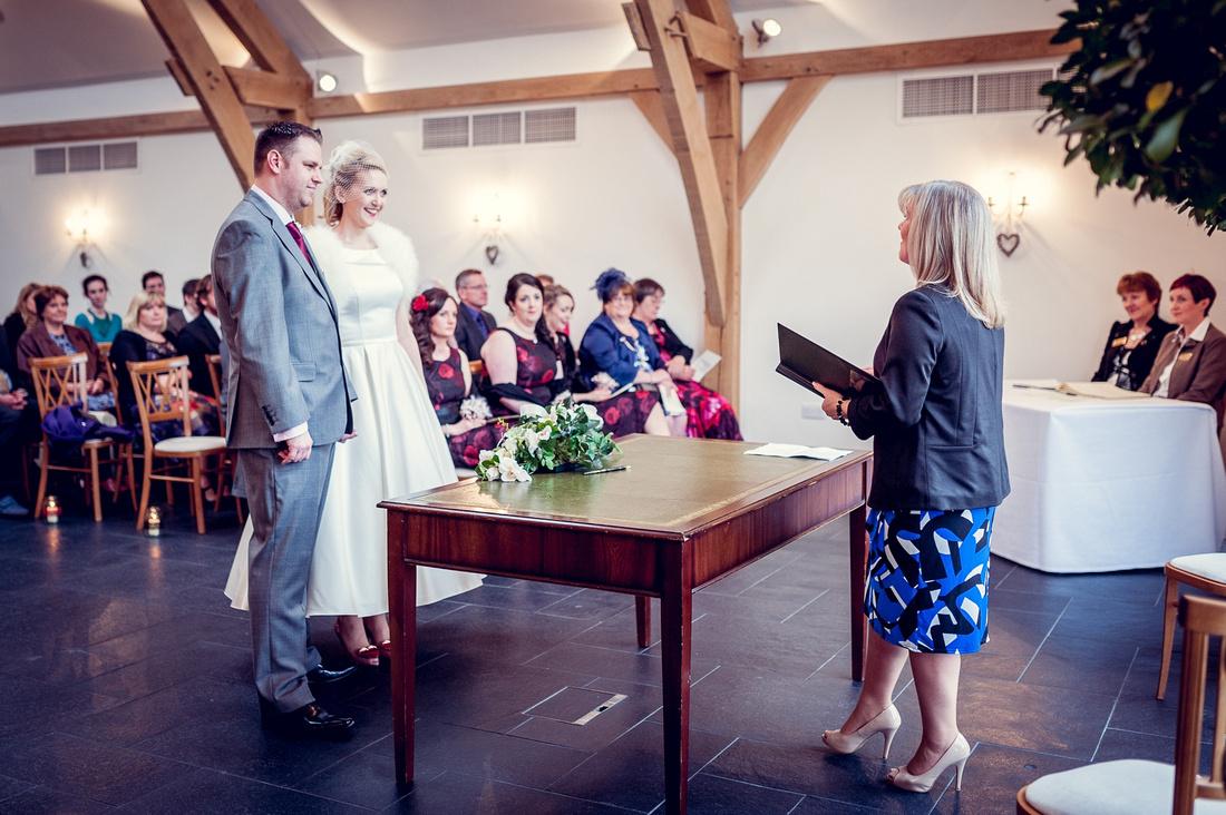 Mythe Barn, wedding photography, vintage, glamour, Warwickshire, female Photographer, relaxed, documentary