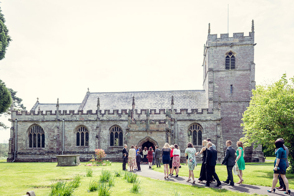 guests arriving at Inkberrow church for wedding